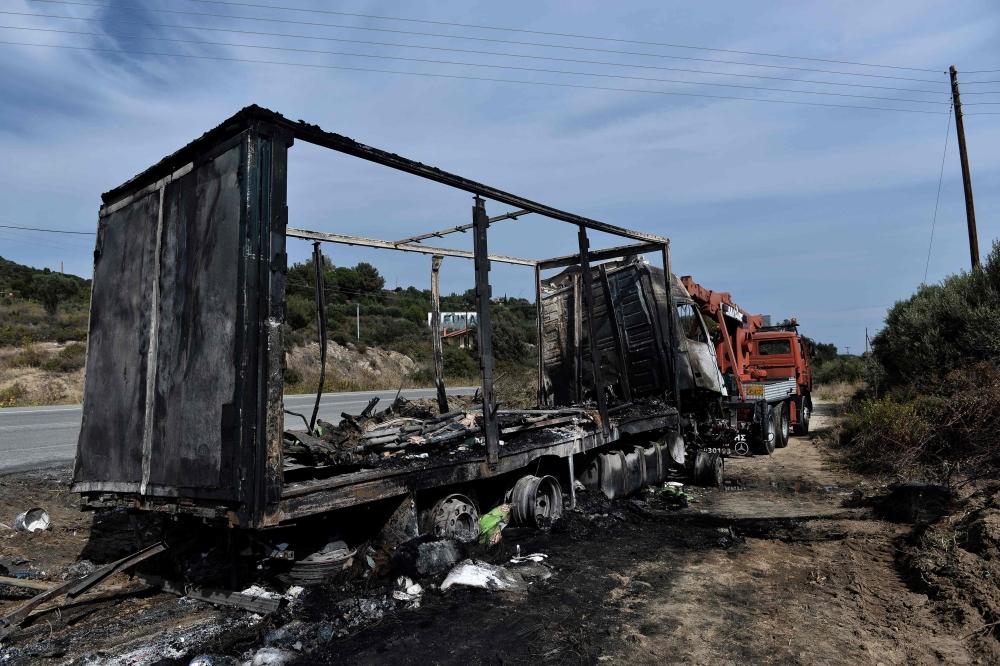 تفحّم 11 مهاجراً غير شرعي في اصطدام حافلة بشاحنة في اليونان