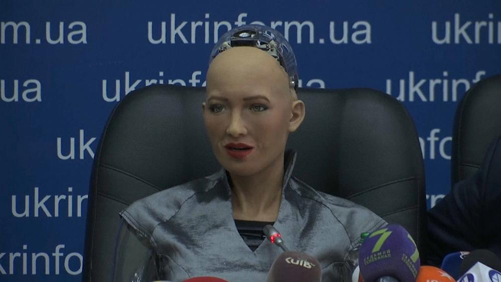 شاهد.. المؤتمر الصحفي للروبوت صوفيا في كييف