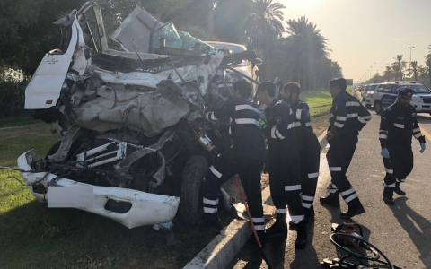 الصورة: وفاة سائق وإصابة 6 بحادثين في أبوظبي