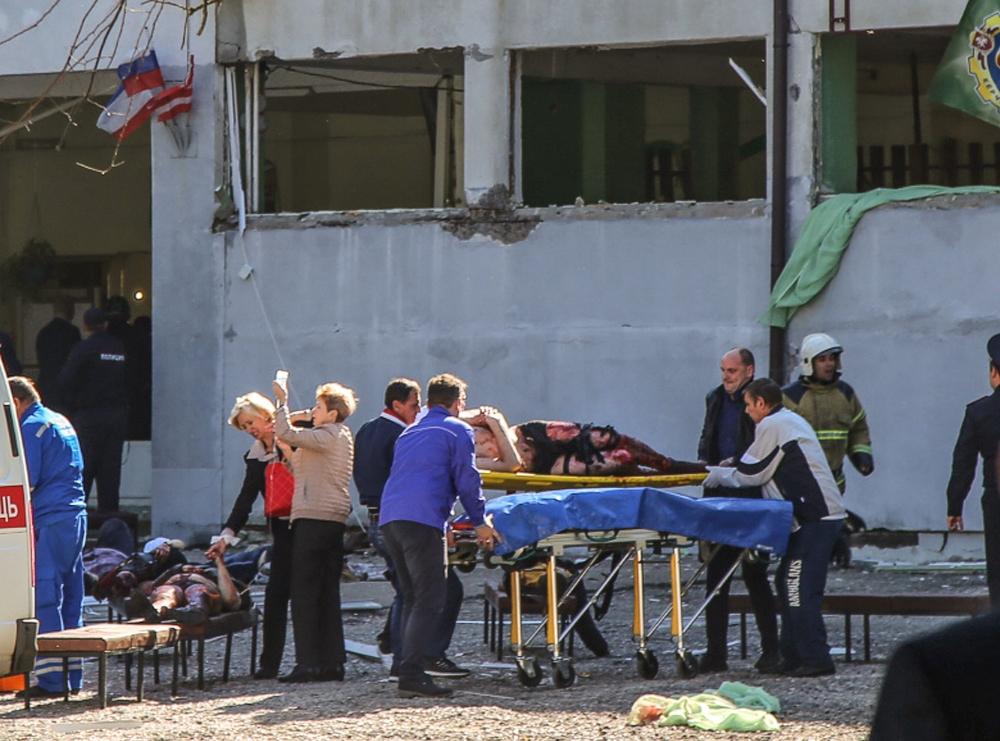 طالب يقتل 19 شخصاً وينتحر