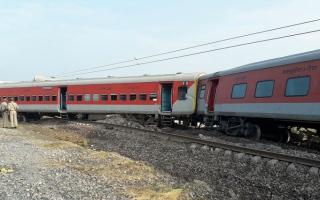 الصورة: مقتل 50 شخصاً في حادث قطار بالهند