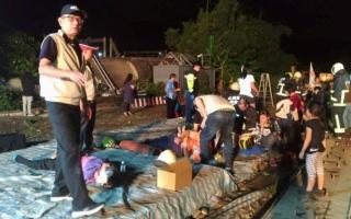 الصورة: مقتل وإصابة 193 شخصاً في حادث قطار  بتايوان