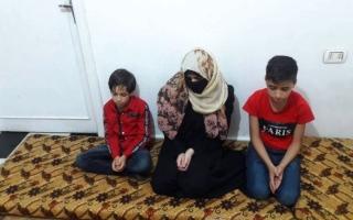 الصورة: «أم محمد».. لاجئة سورية تكابد قسوة الحياة بلا «سند»