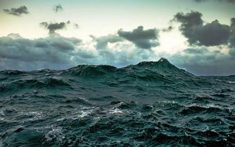 """الصورة: """"الوطني للأرصاد"""" يطلق خدمة البحار لمستخدمي البحر ومرتاديه"""