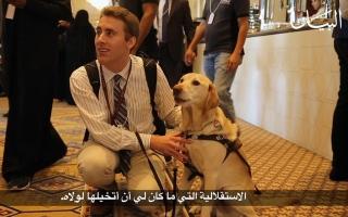 الصورة: ضرير يرى بعيون كلبه الوفي! شاهدوا قصته