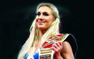 الصورة: الصورة: شارلوت فلير: أنا ملكة المصارعة الحرة