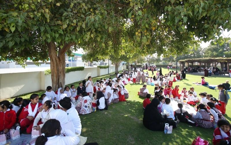 الصورة : Hind Bint Al Maktoum school children during thr brakefasf at Umm Suqeim Park in Dubai. February 12, 2014. Photo by Xavier Wilson