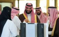الصورة: ولي العهد السعودي يدشن مشروع أول مفاعل نووي للأبحاث