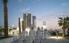 """الصورة: محمد بن زايد يطلع على مرافق مشروع """"ع البحر"""" في أبوظبي"""