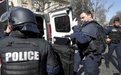 الصورة: الشرطة الفرنسية تعتقل امرأة هددت بتفجير مستشفى