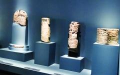 الصورة: آثار السعودية تجاور الإماراتية في «اللوفر أبوظبي» لتسرد عراقة التاريخ