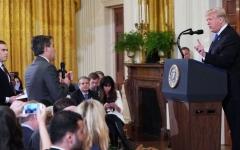 """الصورة: شاهد جدال حاد بين ترامب وصحافي من """"سي إن إن"""""""
