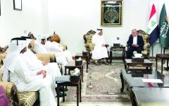 الصورة: وزير خارجية «الحمدين» يحاول إخفاء لقاء جمعه بالعامري
