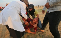 الصورة: شهيد وعشرات الجرحى برصاص الاحتلال في قطاع غزة