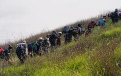 الصورة: مهاجرو أميركا الوسطى يستأنفون مسيرتهم صوب حدود الولايات المتحدة