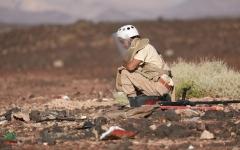 """الصورة: """"مسام"""" يتلف ويفجر قنابل وصواريخ حوثية بمأرب"""