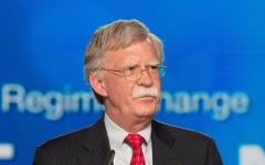 """الصورة: جون بولتون يتوعد إيران بـ""""أقصى درجات الضغط"""""""