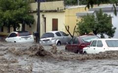 الصورة: الفيضانات تودي بحياة 3 أشخاص في الأرجنتين
