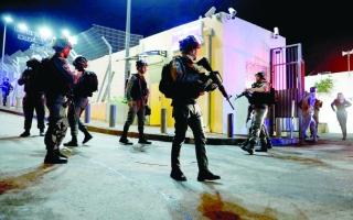 الصورة: إصابة 4 ضباط من شرطة الاحتلال بهجوم في القدس