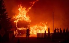 الصورة: ارتفاع عدد قتلى حريق شمالي كاليفورنيا إلى 76 شخصاً