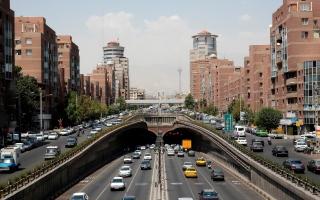 مئات الشركات الإيرانية توقف الإنتاج وتسرح الآف العمال