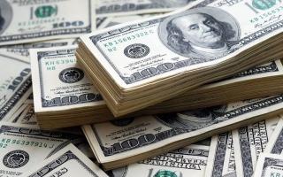 الدولار يحقق أكبر مكاسب في أسبوعين