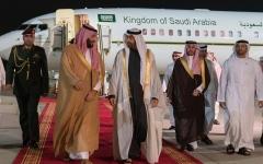 الصورة: محمد بن سلمان يصل إلى الدولة ومحمد بن زايد في مقدمة مستقبليه