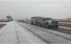 الصورة: بالفيديو.. إلغاء أكثر من 1240 رحلة جوية في أميركا بسبب عاصفة ثلجية