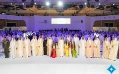 """الصورة: محمد بن راشد يكرم """"أوائل الإمارات"""" في أبوظبي"""