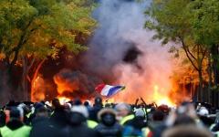 الصورة: باريس تشتعل مجدداً والأمن يعتقل المئات
