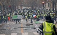 الصورة: فرنسا  لا تستبعد فرض الطوارئ لمواجهة الاحتجاجات