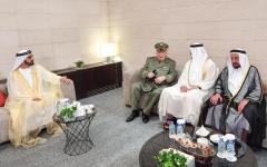 الصورة: محمد بن راشد ومحمد بن زايد والحكام يلتقون رئيس الأركان الجزائري