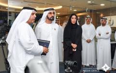 الصورة: محمد بن راشد يزور المكتب الإعلامي لحكومة دبي