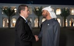 الصورة: محمد بن زايد يستقبل سفير شؤون حرية الأديان الأميركي