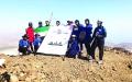 الصورة: شعارعام زايد يرفرف على أعلى قمة  في خورفكان