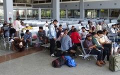 الصورة: 123 جريحاً يمنياً ومرافقوهم يصلون إلى مصر