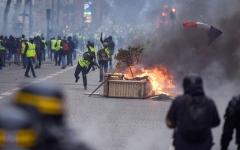 الصورة: «السترات الصفراء» تجتاح شوارع باريس
