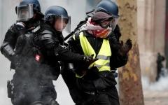 """الصورة: توقيف 1723 شخصا خلال تظاهرات """"السترات الصفراء"""" في فرنسا"""