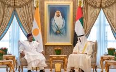 الصورة: محمد بن زايد ورئيس النيجر يبحثان سبل تنمية علاقات التعاون البلدين