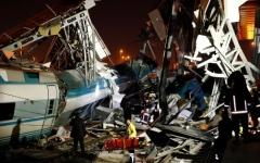 الصورة: مقتل 4 أشخاص وإصابة 43 في حادث قطار بتركيا