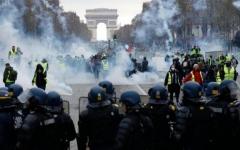 """الصورة: اعتقال 60 شخصا خلال مظاهرات """"السترات الصفراء"""" في باريس"""