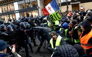 الصورة: احتجاجات «السترات الصفراء» تشعل فرنسا مجدداً