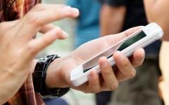 الصورة: 100 ألف دولار لمن يعيش من دون هاتف ذكي لمدة عام