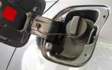 الصورة: ماذا تفعل القيادة بخزان فارغ من الوقود في السيارة؟