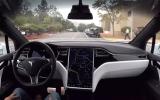 الصورة: «تسلا» تطلب 100 متطوّع لاختبار سياراتها ذاتية القيادة