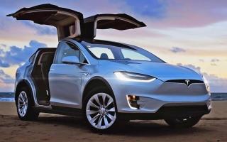 الصورة: «تسلا» تخفض أسعار سياراتها في أميركا