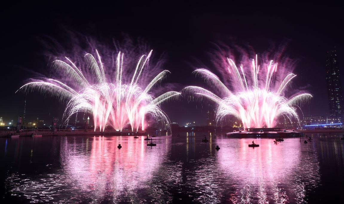 الصورة : الألعاب النارية في دبي فيستيفال سيتي في ليلة رأس السنة  تصوير - دينيس ملاري