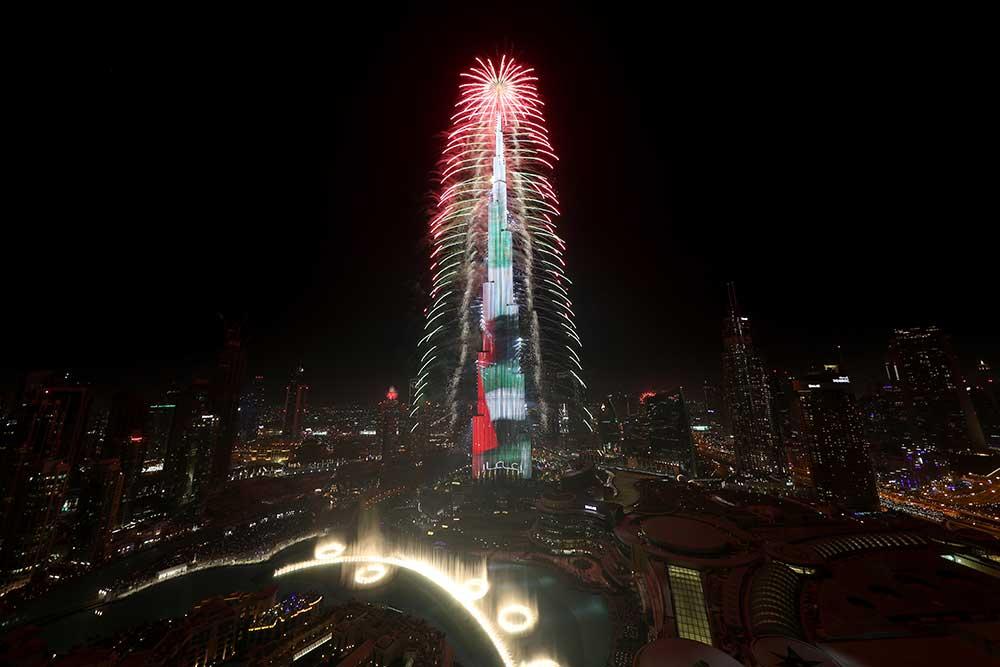 الألعاب النارية في برج خليفة الذي دخل موسوعة غينيس للأرقام القياسية العالمية، بعدما أبهر العالم خلال  احتفالات رأس السنة  . تصوير -سالم خميس