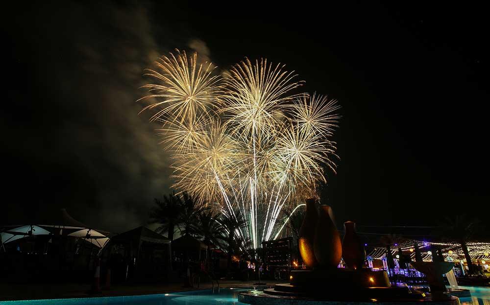الألعاب النارية  في دبا الفجيرة خلال احتفالات رأس السنة الميلادية ، تصوير- زيشان أحمد