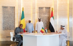 الصورة: محمد بن زايد وأبوبكر كيتا يشهدان توقيع اتفاقية صندوق خليفة لتمويل مشاريع في مالي